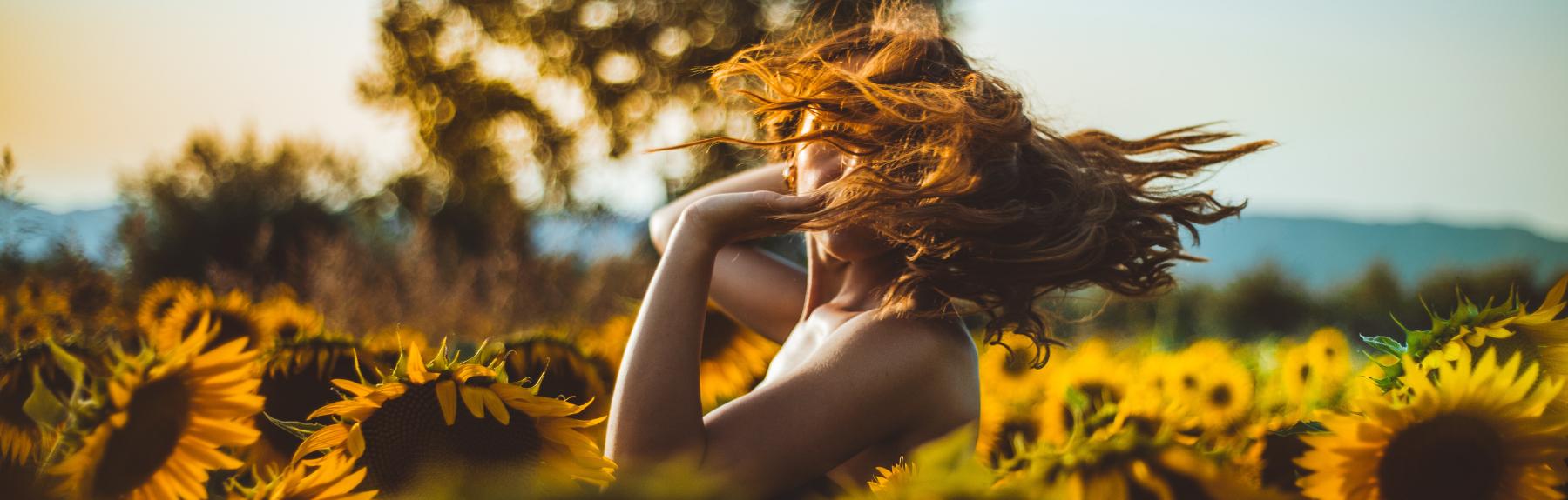 vrouw-met-zonnebloemen-6